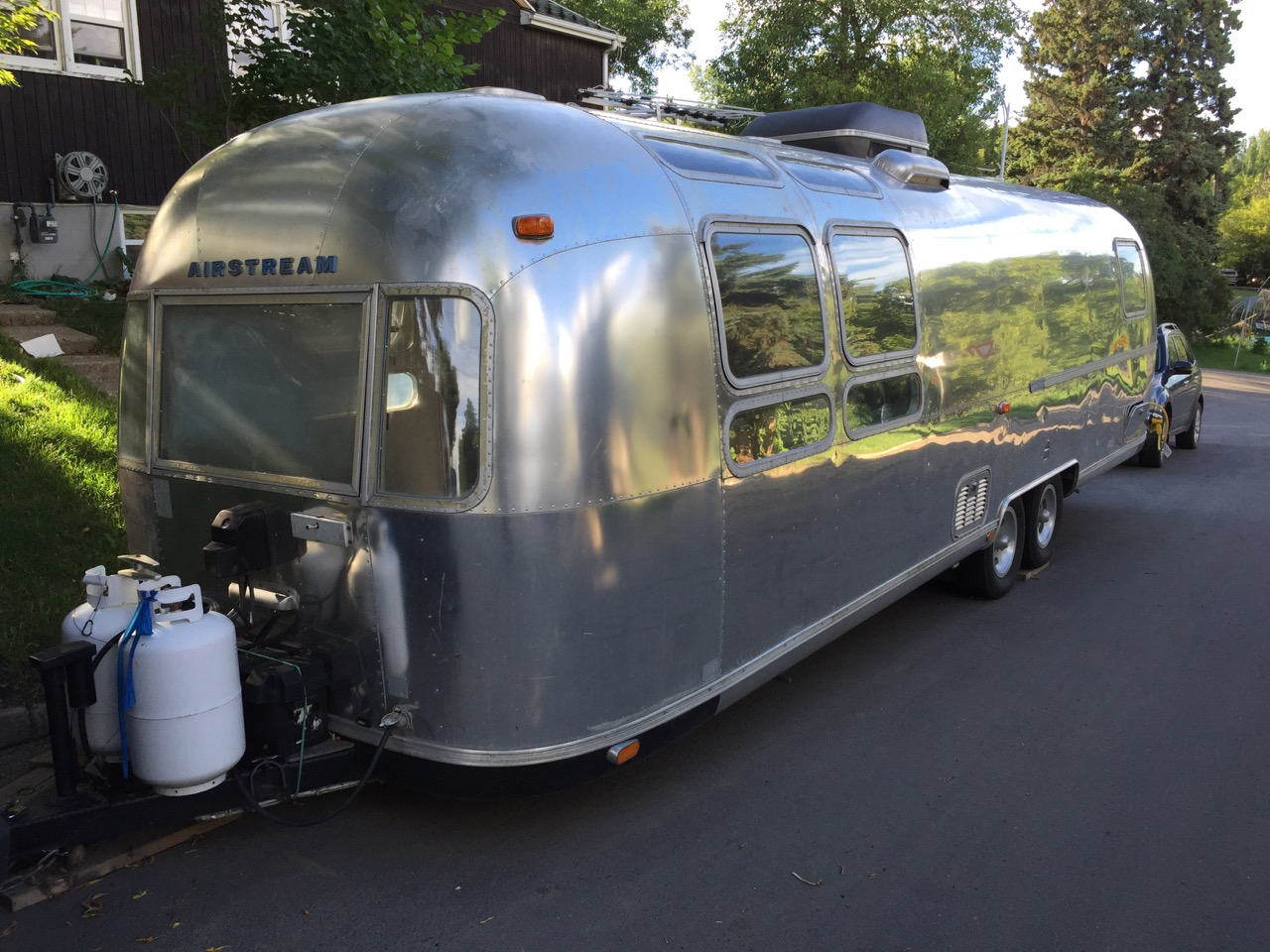 1978 Airstream 31' Sovereign - street side